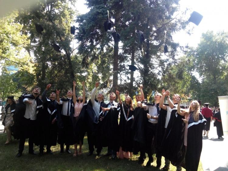 Урочистий випуск студентів університету