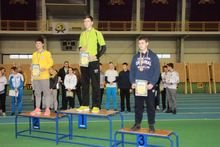 Микита Кравчук - призер чемпіоната України 2018 року зі стрільби з лука у приміщенні серед дорослих та юніорів