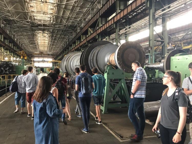 Студенти фізико-енергетичного факультету відвідали завод «Турбоатом».
