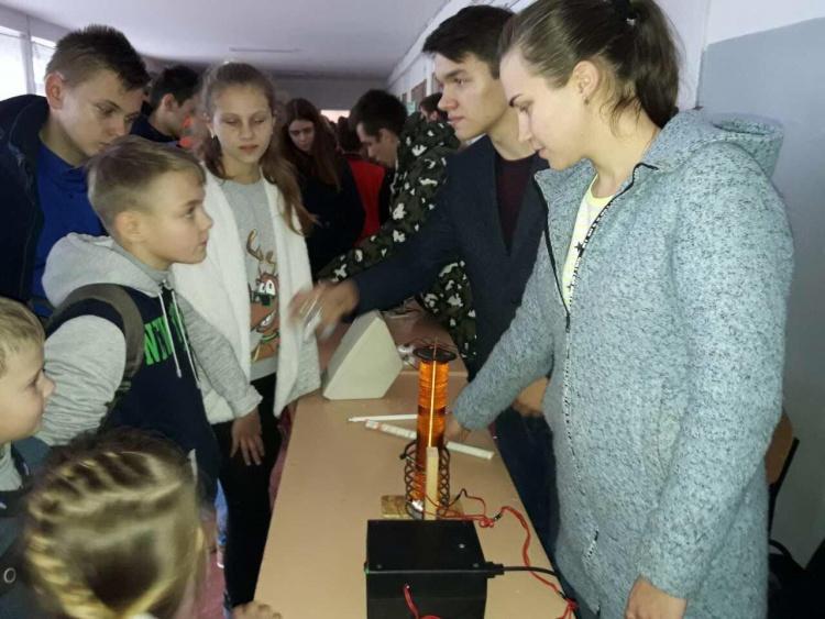 Пересувна виставка цікавої науки Каразінського університету в Первомайському